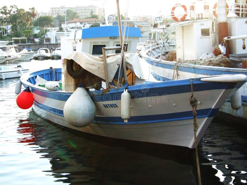 Oporto Ulisse-Ognina-Catania-Sicilia-Italia - terreni comunali creativi da gnuckx fotografie stock libere da diritti