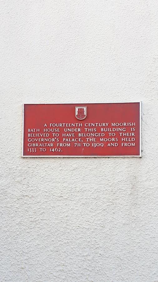 Opowieść budynek blisko głównej ulicy na skale Gibraltar przy wejściem morze śródziemnomorskie obrazy stock