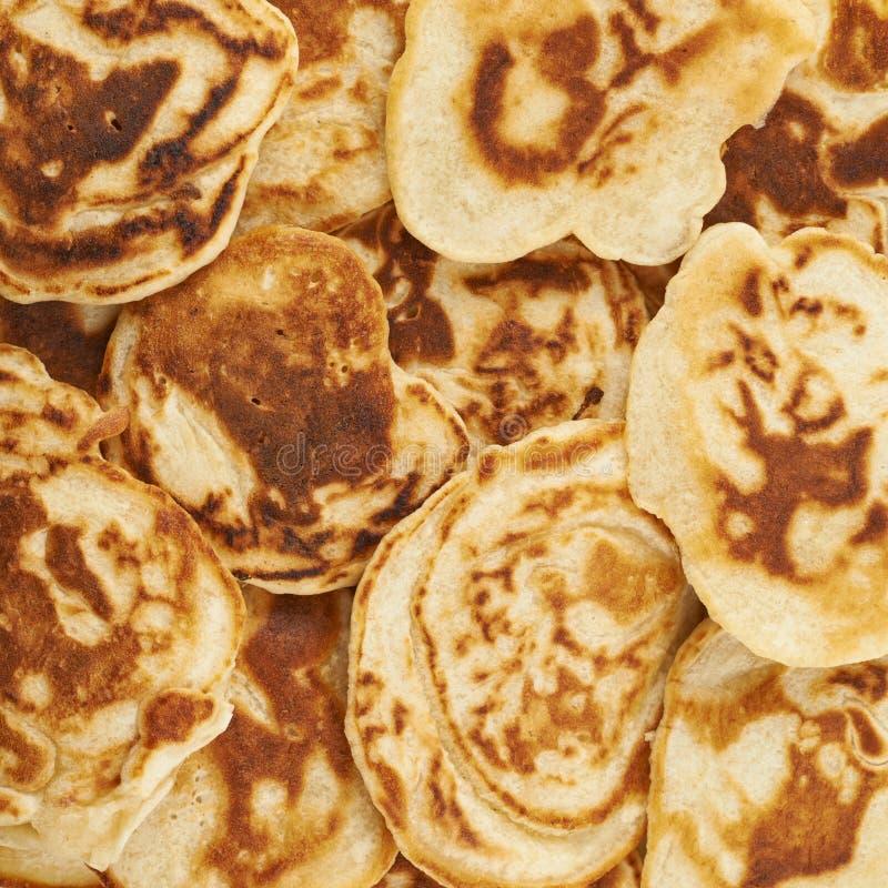 Oppervlakte met de pannekoeken wordt behandeld die royalty-vrije stock fotografie