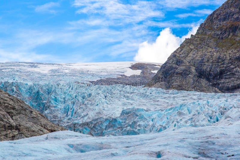 Oppervlakte van Nigardsbreen-gletsjer met blauwe hemel royalty-vrije stock afbeeldingen