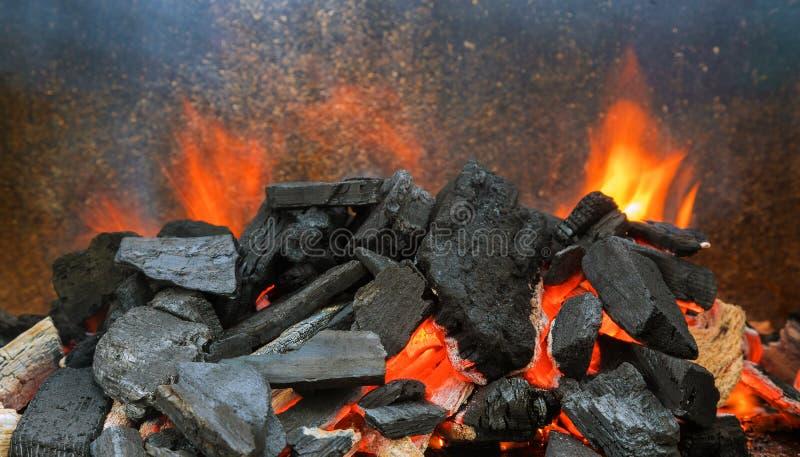 Oppervlaktesteenkoolbrilleren voor de bereiding van grillen stock afbeelding