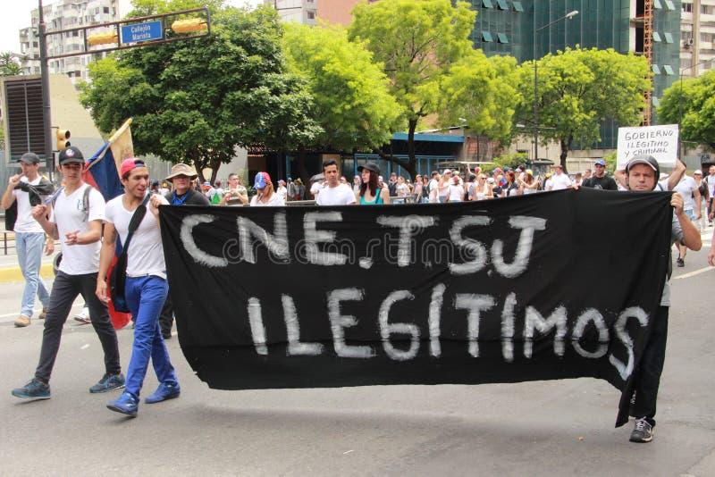 Oppositieverzameling die tegen Nocolas Maduro de autonomie voor de oppositie-gecontroleerde wetgevende macht verzoeken royalty-vrije stock foto