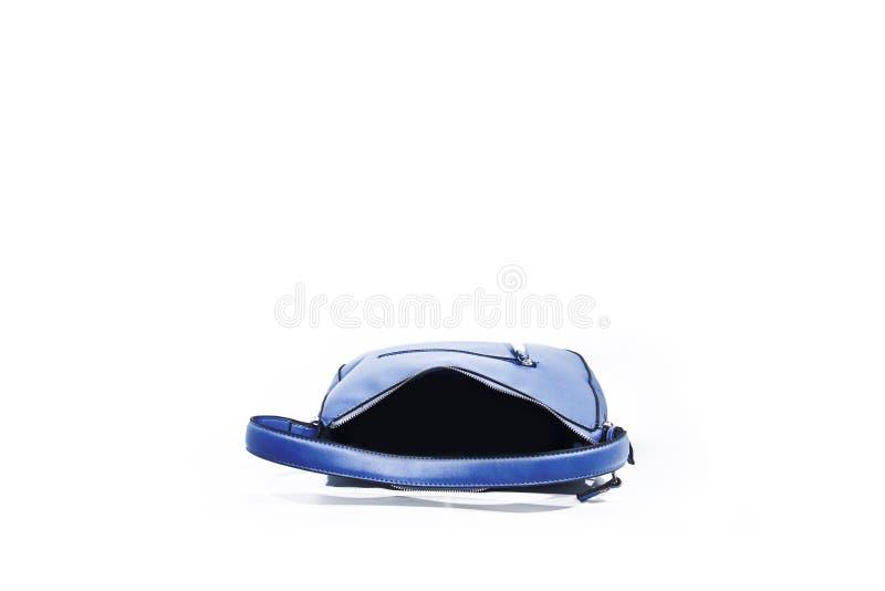 Opróżnia błękitną damy torebkę odizolowywającą na białym tle zdjęcie royalty free