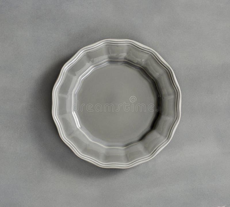 Opróżnia białego round talerza na białym tle dla twój projekta, Owalnego bielu pusty talerz odizolowywający na białym tle, Puste  obraz royalty free