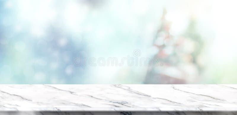 Opróżnia bielu marmurowego stołowego wierzchołek z abstrakty uciszającymi plam bożymi narodzeniami obraz stock