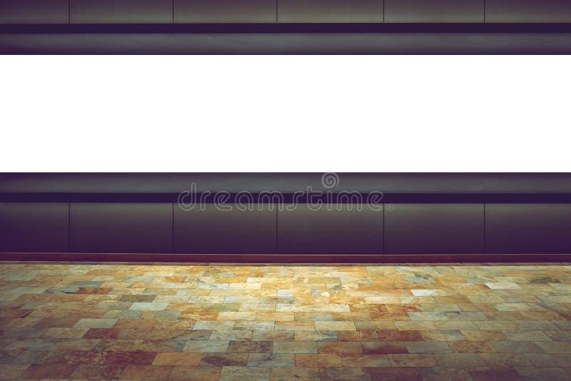 Opróżnia deskę na ciemnym tle w powystawowym pokoju zdjęcie stock