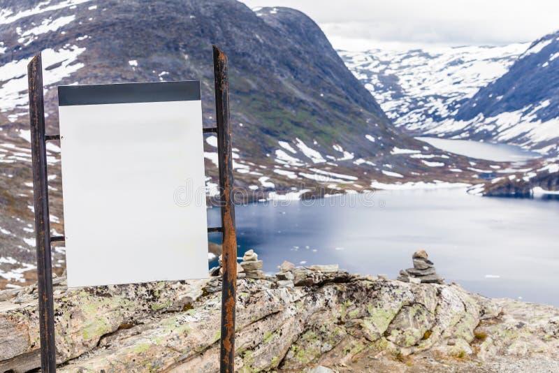 Opróżnia deskę na Djupvatnet jeziorze, Norwegia obrazy stock