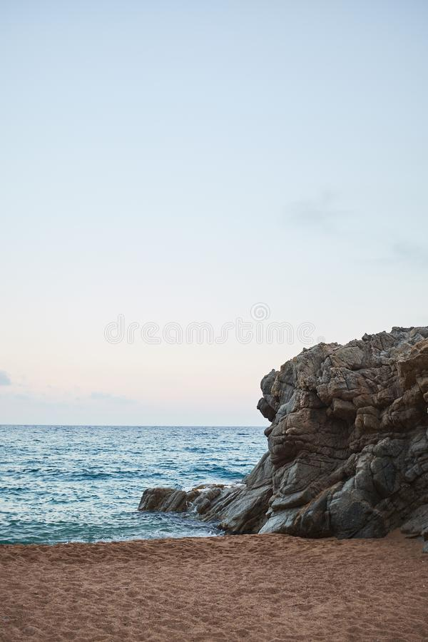 Opróżnia plażę w costa Brava Catalonia Hiszpania, Lloret De Mar zdjęcie stock