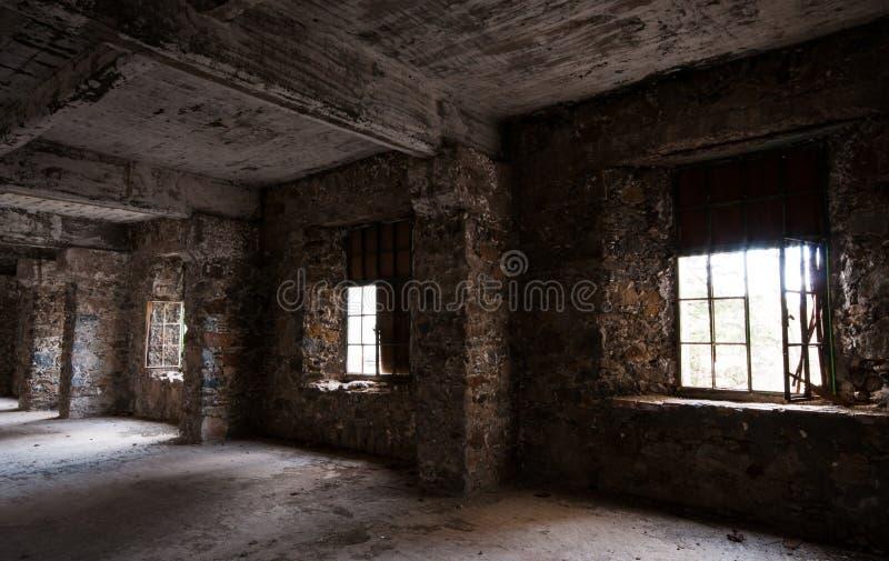 Opróżniam porzucał przerażającego pokój hotelowego obraz stock