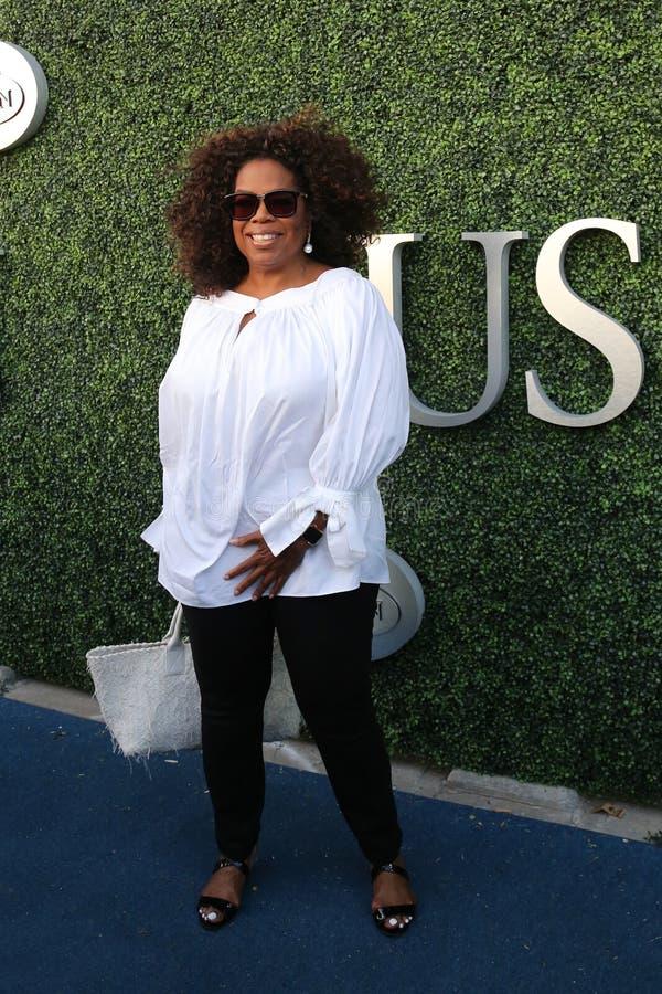 Oprah Winfrey woont de gelijke van het US Open 2015 tennis tussen Serena en Venus Williams bij stock fotografie