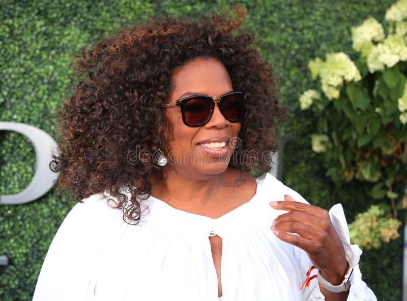 Oprah Winfrey woont de gelijke van het US Open 2015 tennis tussen Serena en Venus Williams bij royalty-vrije stock foto