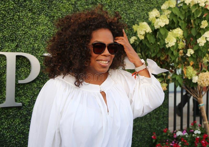 Oprah Winfrey woont de gelijke van het US Open 2015 tennis tussen Serena en Venus Williams bij stock foto