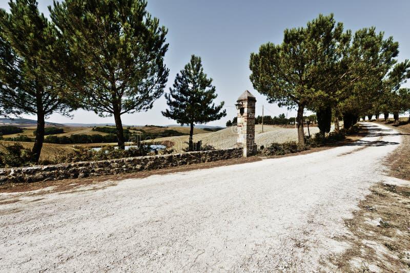 Oprijlaan aan de Italiaanse manor stock foto