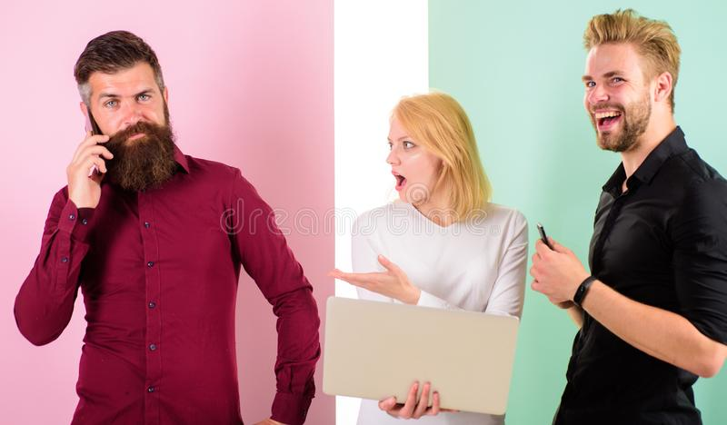 Oproepen later me De marketing van teaminternet het werkinhoud het creëren Sociale media die team op de markt brengen De mannen e royalty-vrije stock afbeeldingen