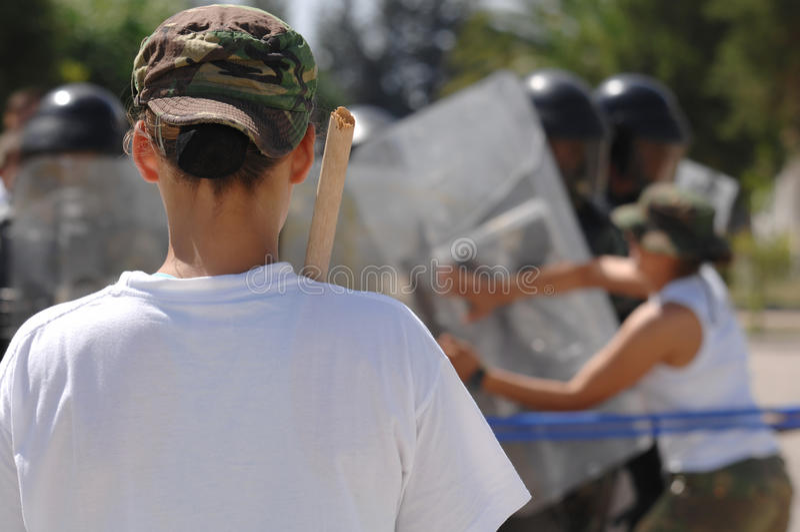 Oproerkraaiers die - voor ongeregeldheden opleiden royalty-vrije stock foto