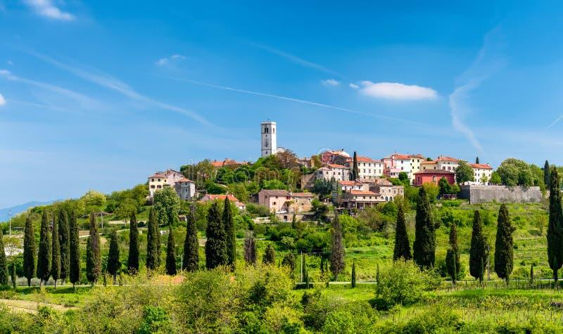 Oprtalj - pequeña ciudad idílica en una colina en Istria central imagen de archivo libre de regalías