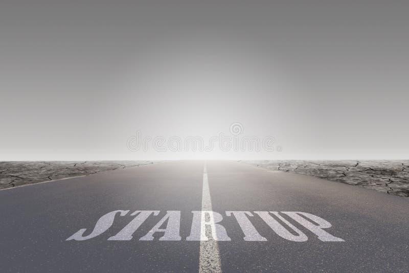 Opstartbericht of woorddruk op asfaltweg die naar bestemming leidt royalty-vrije stock afbeeldingen