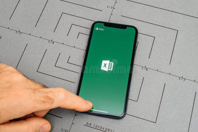 opstelling op iPhone X 10 app toepassingssoftware Microsoft Excel stock fotografie