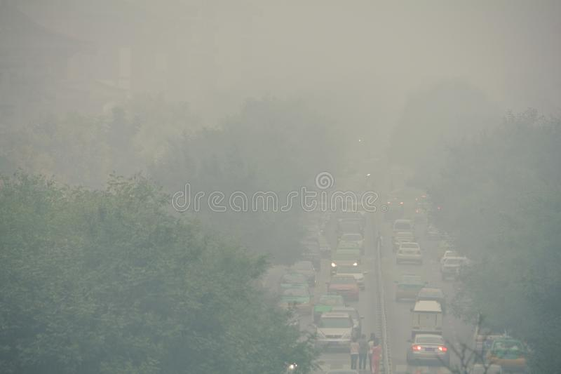 Opstopping en smog in xi een 'Centraal Bedrijfsdistrict stock fotografie