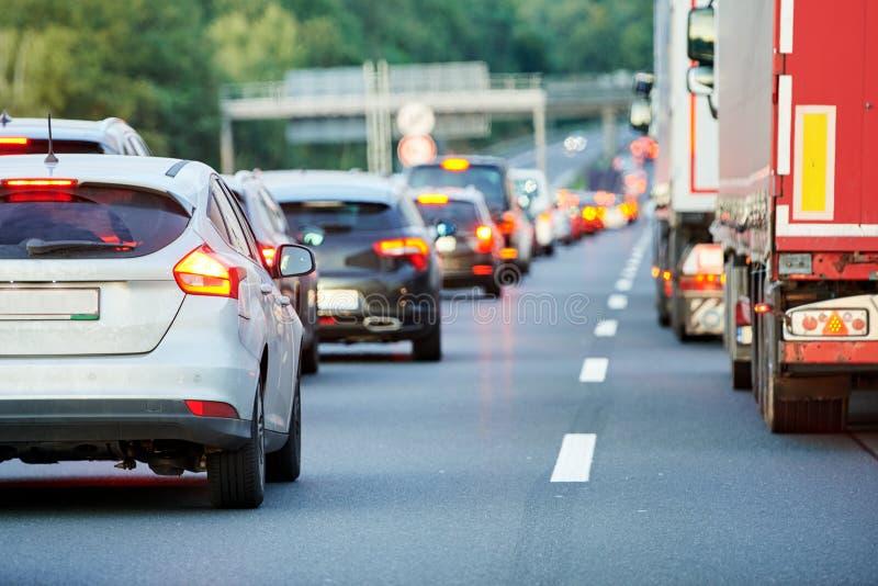 Opstopping of instorting op de weg van de autostradaautosnelweg royalty-vrije stock foto