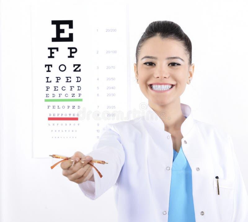 Opticien ou optométriste de femme images libres de droits