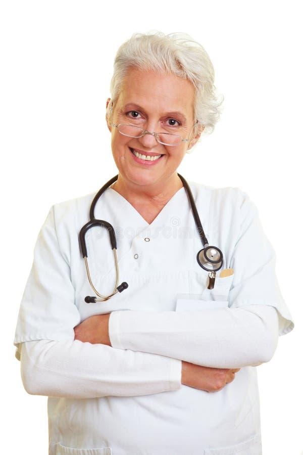 Optimistischer weiblicher Doktor stockfoto
