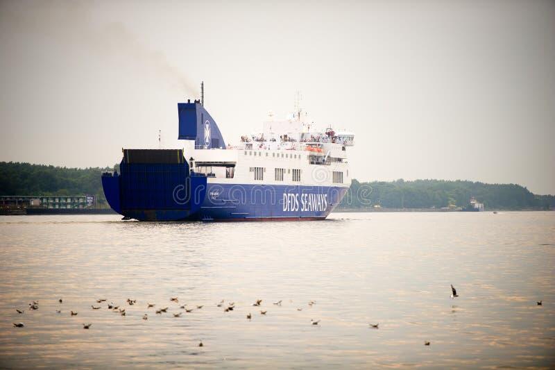 OPTIMUM della nave delle ROTTE di DFDS nel porto di Klaipeda immagini stock
