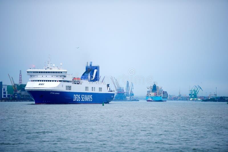 OPTIMUM della nave delle ROTTE di DFDS nel porto di Klaipeda fotografia stock