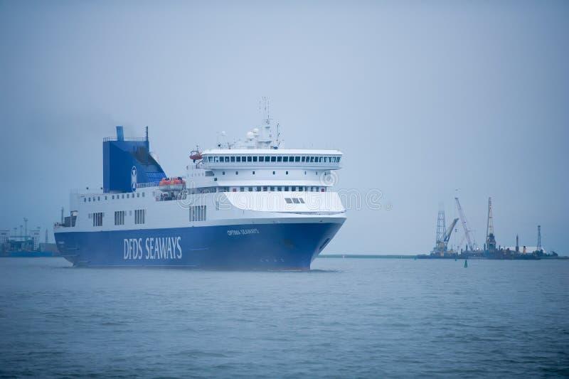 OPTIMUM della nave delle ROTTE di DFDS nel porto di Klaipeda immagine stock libera da diritti