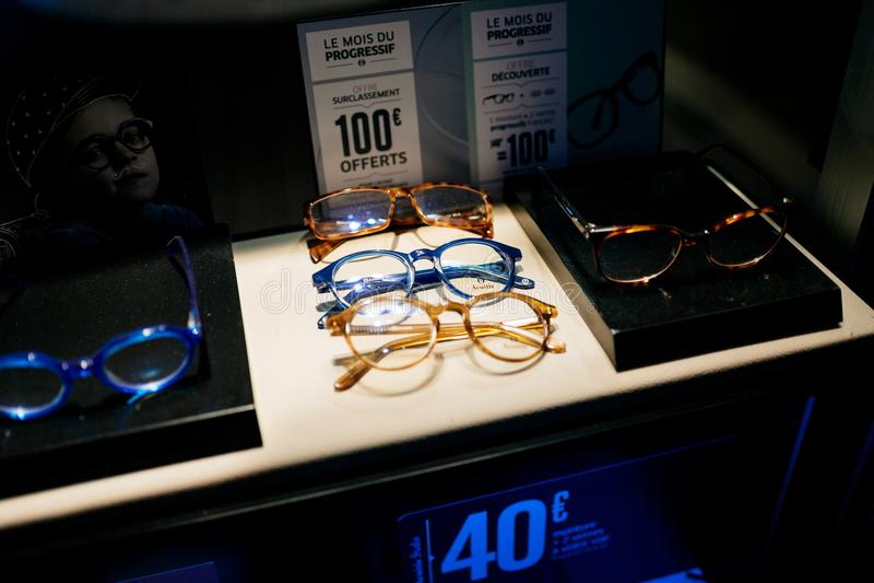Optische Gläser des bunten modernen Azetats und Verkaufsangebote an lizenzfreie stockbilder
