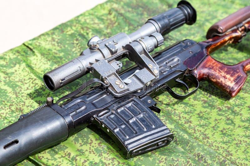 Optisk sikt av det ryska automatiska slutet för prickskyttgevär upp arkivbild