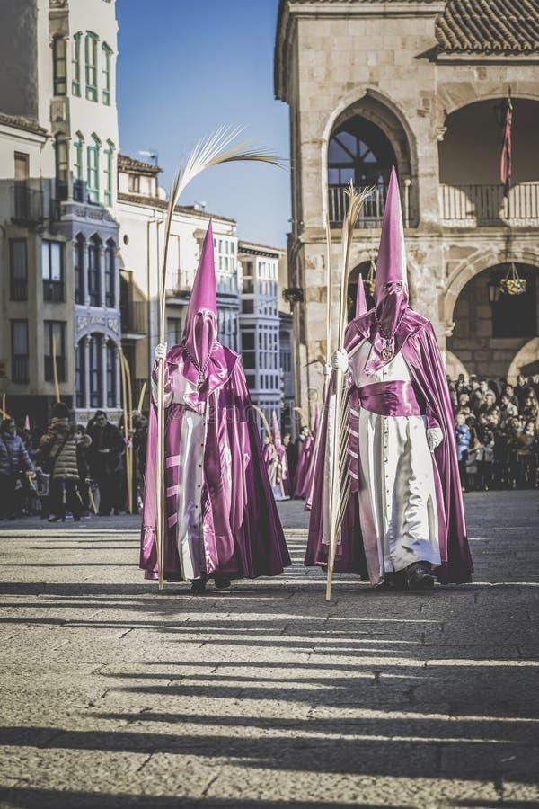 Optocht tijdens de Heilige Week in Zamora, Spanje Heilige Week in Zamora, Spanje Pasen week stock afbeeldingen