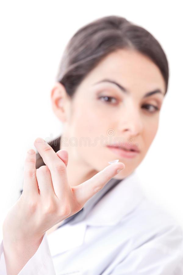 Optométriste Holding Contact Lens photo stock