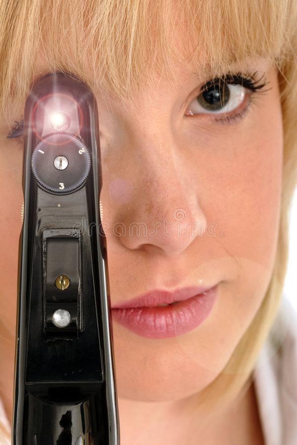 Optometrist bonito com ophthalmoscope fotografia de stock