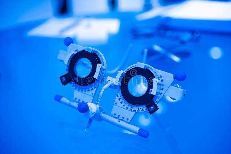 Optometrist próby rama dla oka testowanie fotografia stock