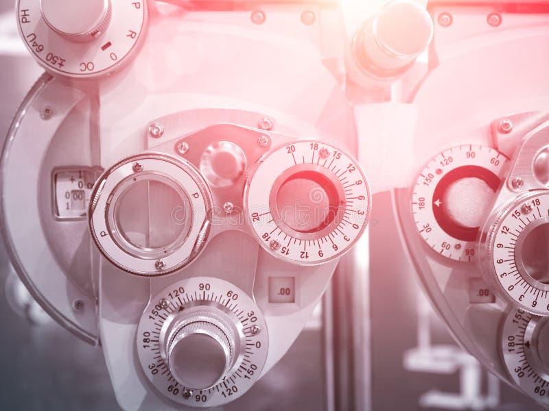 Optometrysta diopter, folia optyczna do oczu, produkowana we współczesnym laboratorium zdjęcie stock