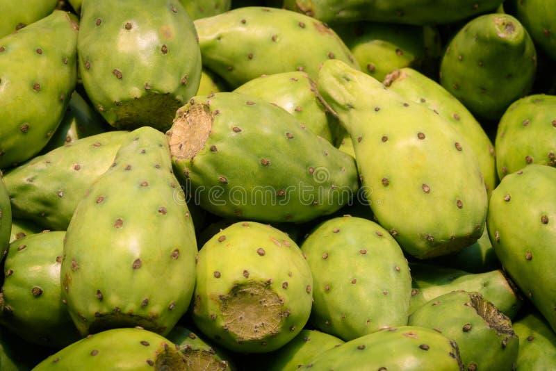 Opuntia ή τραχιών αχλαδιών φρούτα σε μια υπεραγορά στοκ εικόνα με δικαίωμα ελεύθερης χρήσης