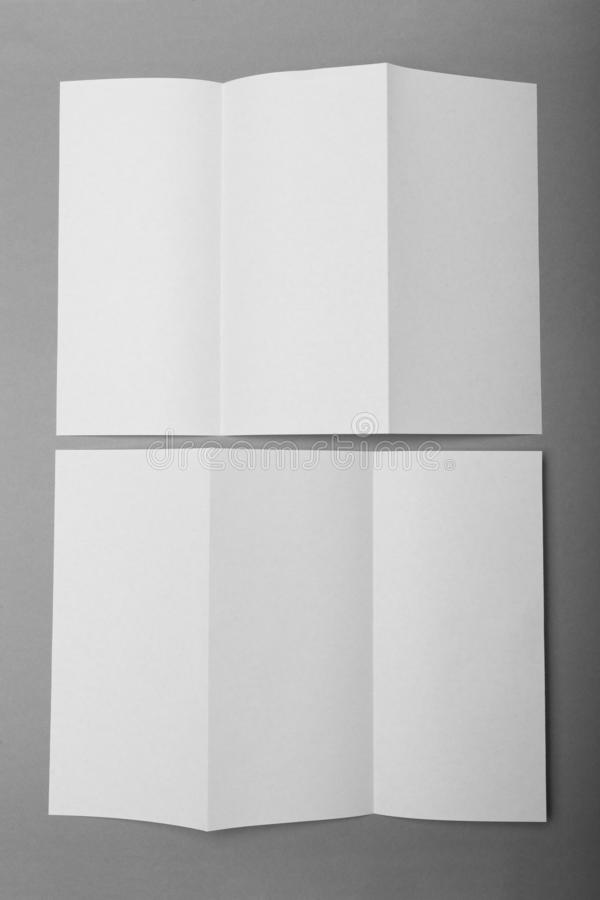 Opuscolo ripiegabile dell'aletta di filatoio del modello di DL Pagine anteriori e posteriori immagine stock