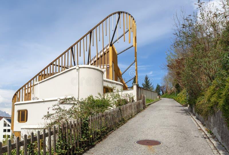 Opustoszały uliczny prowadzić w górę góry liechtenstein Vaduz zdjęcie royalty free