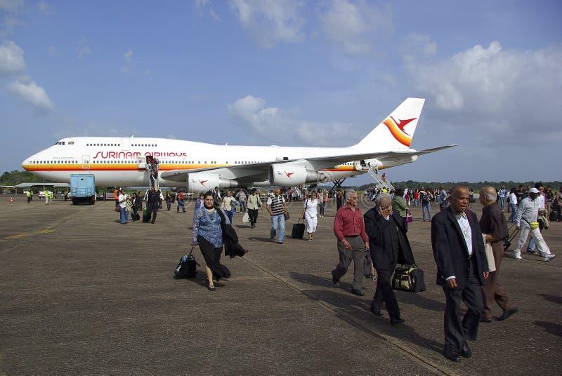 opuszczać samolot pasażerom obraz royalty free