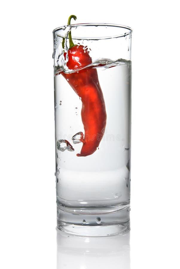 opuszczająca szkła pieprzu czerwona woda zdjęcia stock