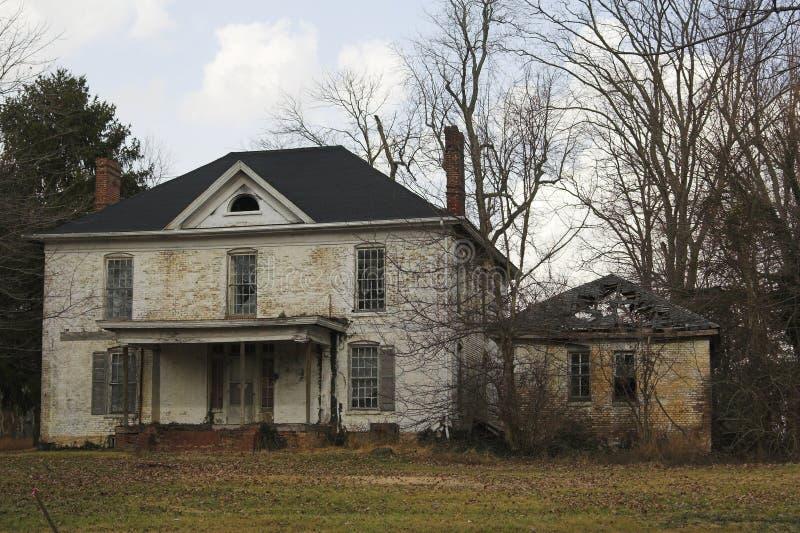 opuszczony biały dom zdjęcia stock
