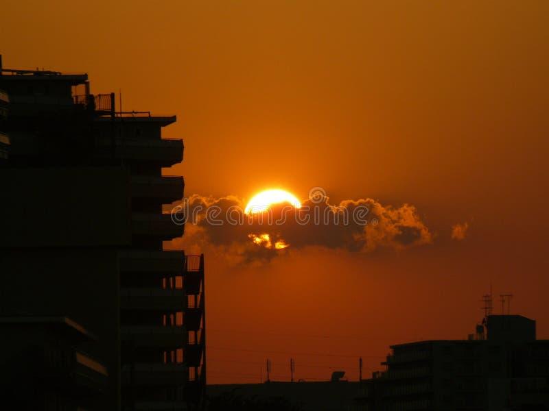 Opvlammende Zon die in Tokyo plaatsen stock afbeelding