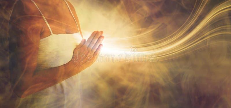 Oração calma que envia o amor e a luz para fora ilustração royalty free
