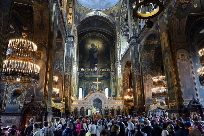 Oração da Páscoa na catedral de St. Vladimir em Kiev foto de stock
