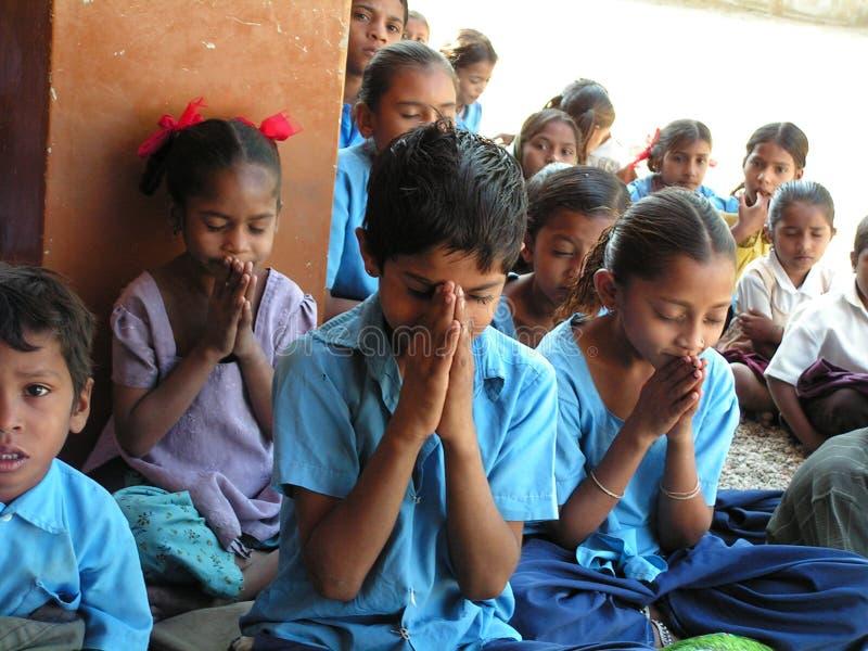 Oração das crianças imagem de stock