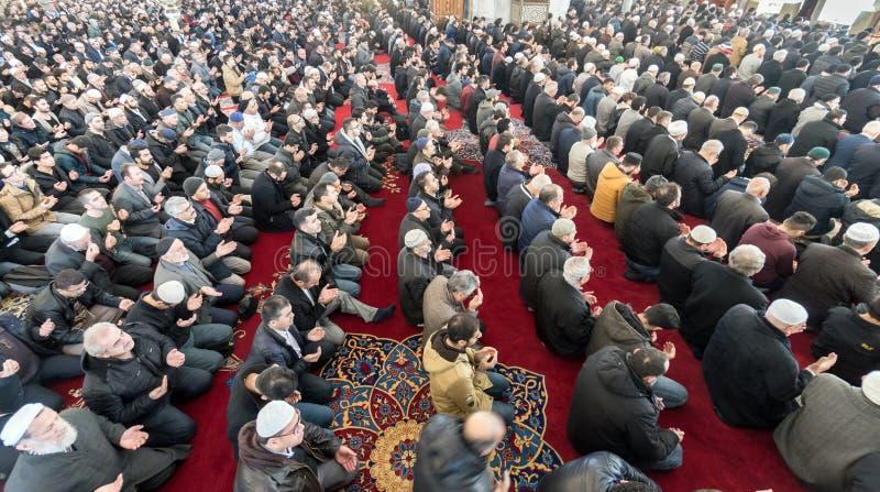 A oração de sexta-feira é uma oração executada uma vez por semana por muçulmanos imagens de stock