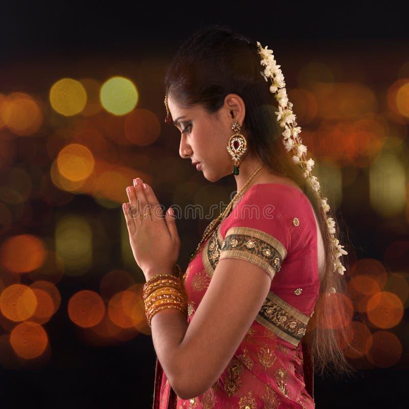 Oração fêmea indiana fotos de stock royalty free