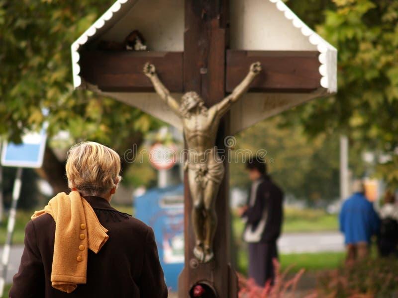 A oração na rua imagem de stock