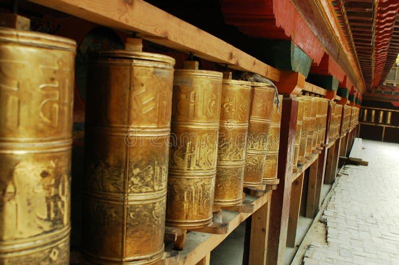 A oração roda dentro Tibet foto de stock